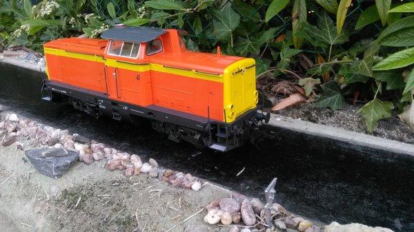 """Mise en peinture sur Loco en """"Colas Rail"""" échelle 1/48"""