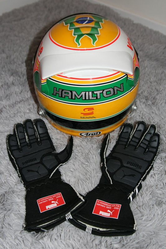 a vendre lewis hamilton gloves gants f1 mercedes amg petronas 2013 test used objets. Black Bedroom Furniture Sets. Home Design Ideas