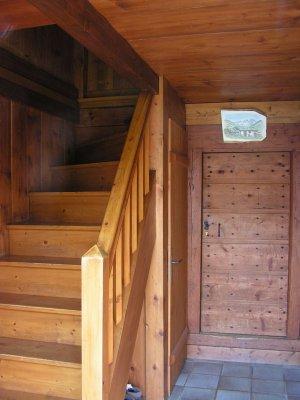 hall d 39 entr e d servant la pi ce principale la chambre n 1 les toilettes sous les escaliers. Black Bedroom Furniture Sets. Home Design Ideas
