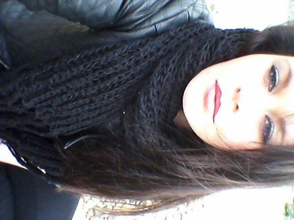 """""""Belle de loin mais loin d'être belle."""" ♥ http://ask.fm/MalloryO"""