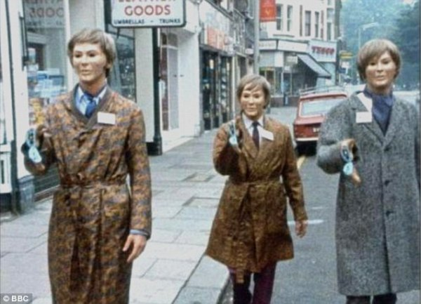 Terror of the Autons (1971) série : Doctor Who