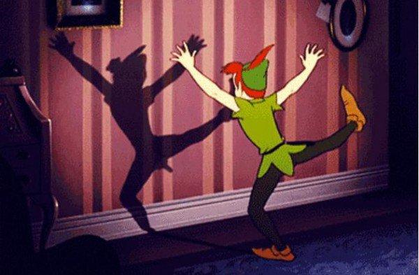 Houla. Il est en forme, Peter Pan !