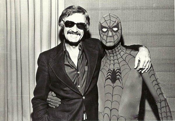 Stan Lee est mort .