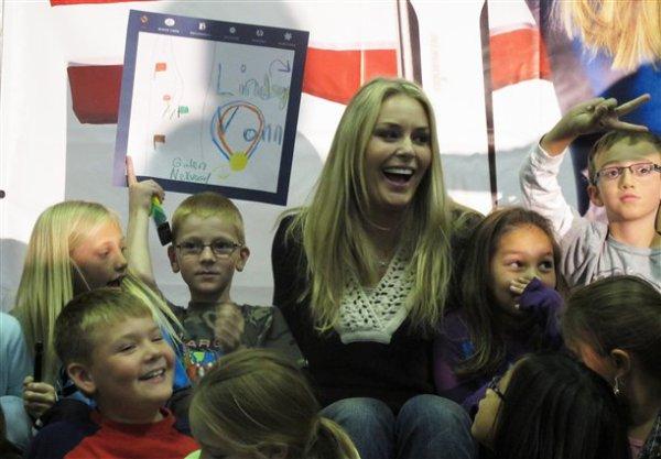 Lindsey rend visite à des enfants, dans une école du Colorado