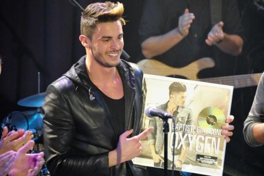 Baptiste Giabiconi Accusé d' arnaque aux ventes d'albums