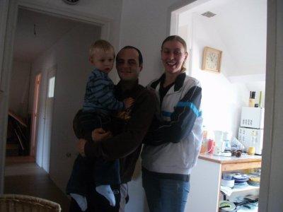 voila mon fils avec sa copine et son fils je vous adore