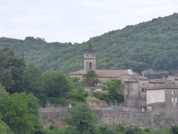 Village pittoresque de Montclus, juin 2017