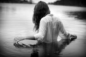 """""""Tu sais ce qu'il y a de plus douloureux dans un chagrin d'amour ? C'est de ne pas pouvoir se rappeler  ce que l'on ressentait avant.. Essaie de garder cette sensation parce que si tu la laisses s'en aller, tu la perds à jamais."""""""