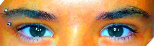 C'est dans le bleu de mes yeux que j'aimerai que tu te perdes Que tu me dises ces mots doux et qu'ensemble nous irons loin