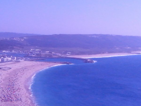 l ' une des plage du portugal dit nazaré :)