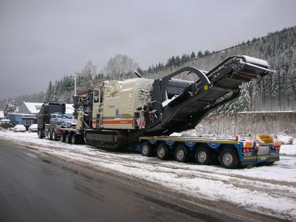 Convois des transport Schilchting  avec concasseur Netso