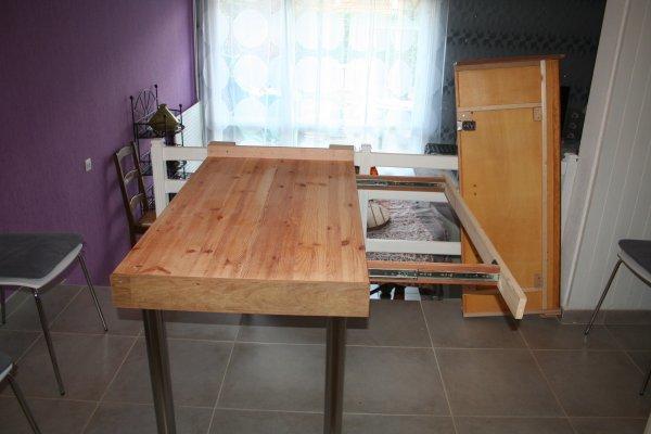 Table à deux pieds