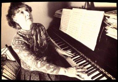 Article 2 : La pianiste médium