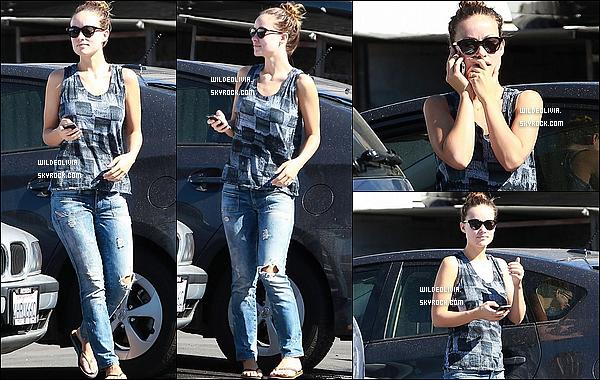 01/11/13 :  Olivia Wilde et une amie à elle ont été aperçue trainant dans les rues de Los Angeles, en Californie.