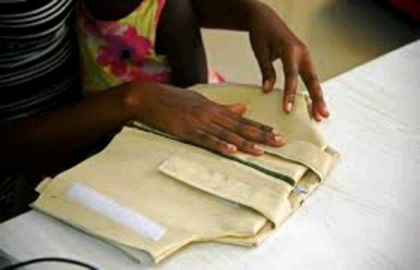 """Ouganda: une """"veste intelligente"""" pour diagnostiquer la pneumonie ,"""