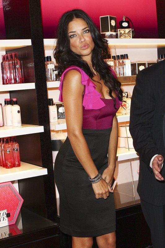 Adriana et les autres supermodel de VS assistent a la Fashion Night de Victoria's Secret Le 9 Septembre 2011- NY