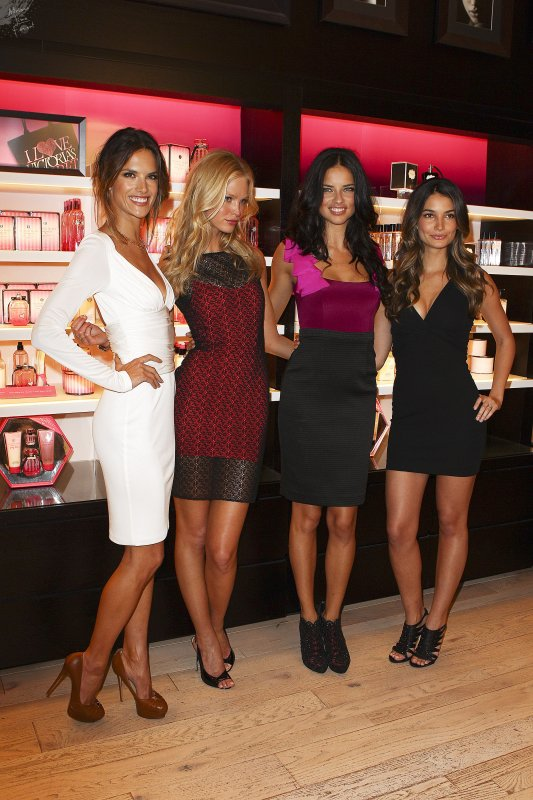 Adriana et les autres supermodel de VS assistent a la Fashion Night de Victoria's Secret Le 9 Septembre 2011- NY
