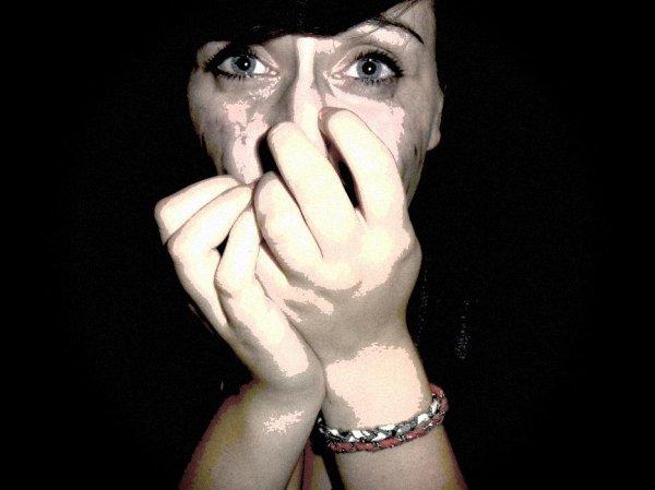 Mon sourire est permanent, grâce a des personne formidables, Mes pleures sont du a des personne forminables.