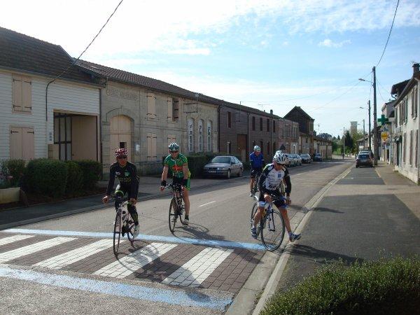 Dimanche 26 Avril 2015 --- Randonnée Cyclo de Blacy, Petite Pause a Saint Rémy en Bouzemont