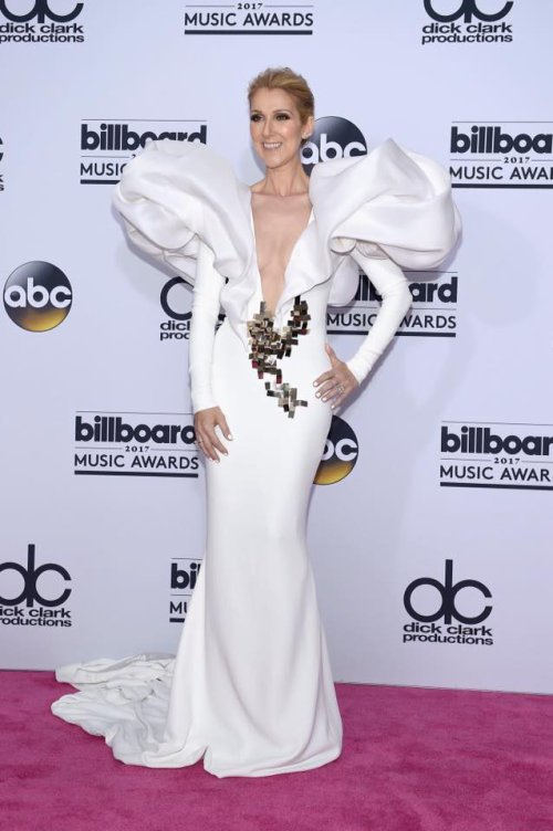 Photo photo photo ...Celine Dion Backstage After Performing 'My Heart Will Go On' | Billboard Music Awards 2017