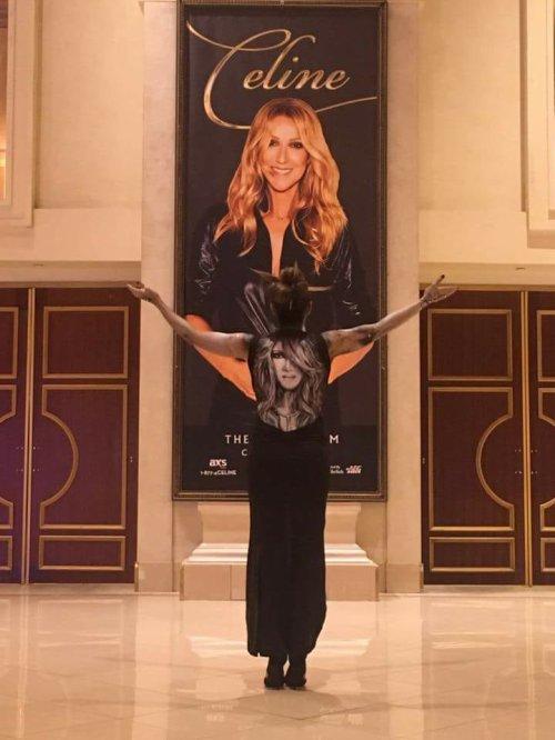 Arriver de Vanessa et Alexandra Bastien avant le show ! Une Surprise pour Céline ? .... Admirez ce travail magnifique bravo 👏❤