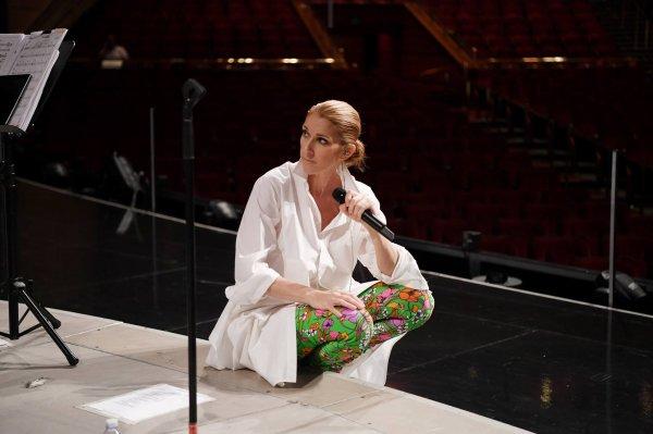 En répétition pour la tournée européenne de cet été. On a très hâte! 😃 – Team Céline #CélineDionLive2017  📷Denise Truscello