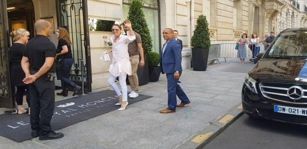 Céline Dion et sa famille sont arrivé ce dimanche à l'Hôtel parisien le royal Monceau. Le 11/06/17
