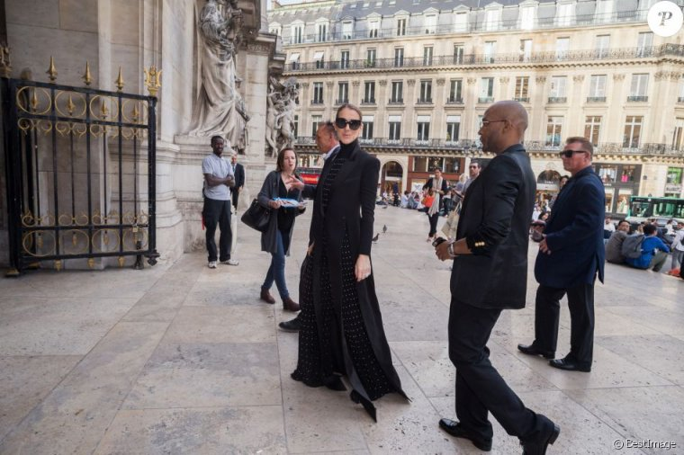 Céline Dion quitte l'hôtel Royal Monceau pour se rendre à l'Opéra Garnier à Paris, le 13 juin 2017.