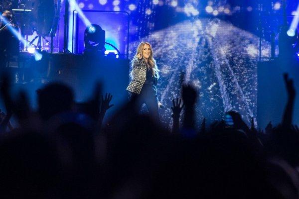 Magnifiques photos de Céline et son public hier soir à Londres ...Le 20/06/17