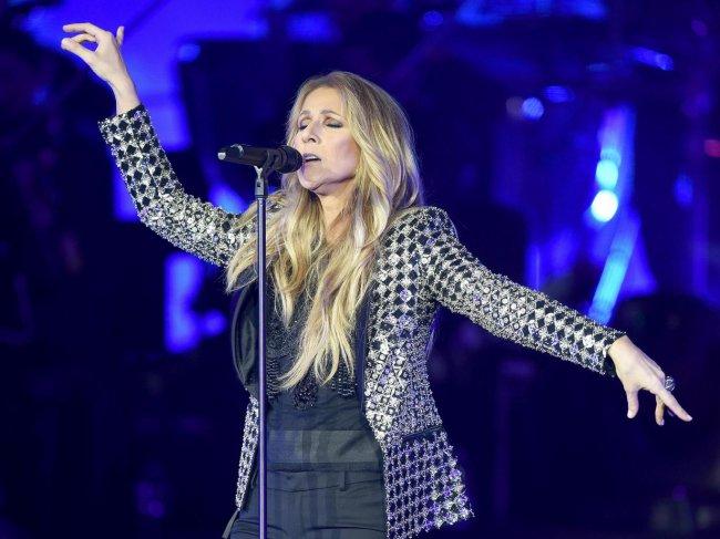 La voix de Céline Dion peut facilement être considérée comme la huitième merveille du monde  ....Si Ça c'est pas un beau compliment !!!!