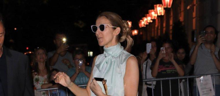 Céline Dion : blouse sans manche et pantacourt moulant, un look glamour pour les soirs de canicule