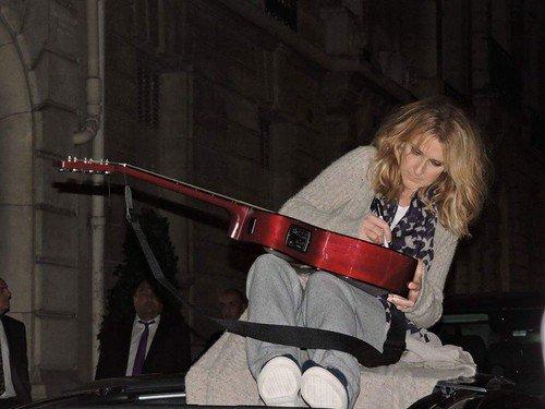 Céline hier soir a son retour du concert ! Le 04/07/17 -Merci Paris, quelle nuit incroyable ! C'est encore un rendez-vous ce soir ! - Team Céline ❤