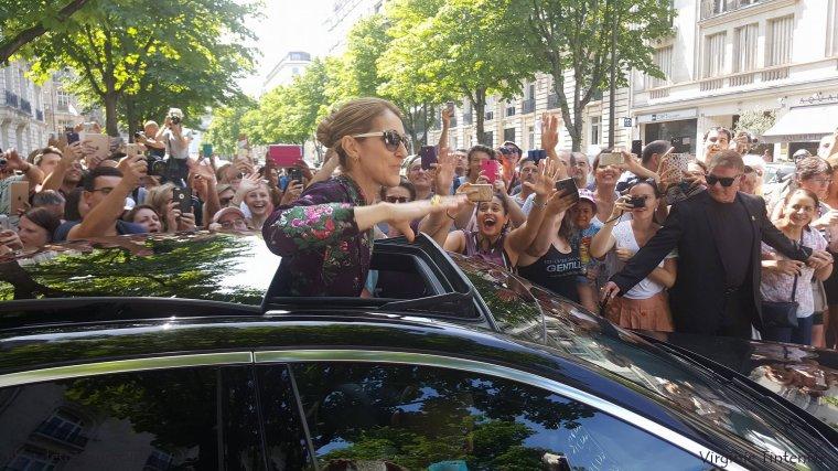 Céline départ de son hôtel pour aller au 2ieme concert pour Paris ce soir