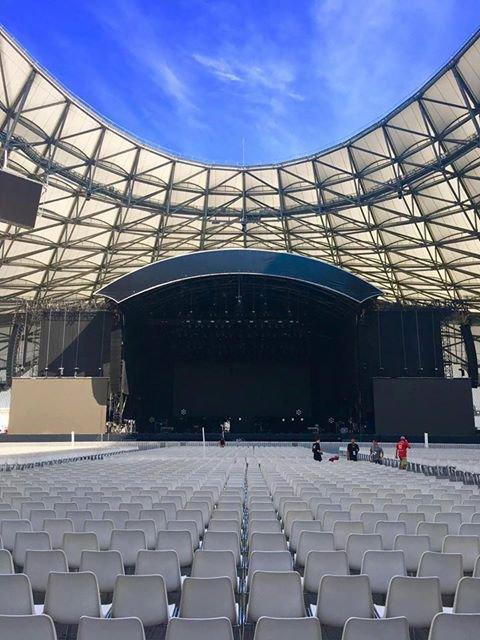 Tic Tac Tic Tac :) Céline Dion à #Marseille c'est ce soir 😍! Le 18/07/17  Voici une photo de la scène !