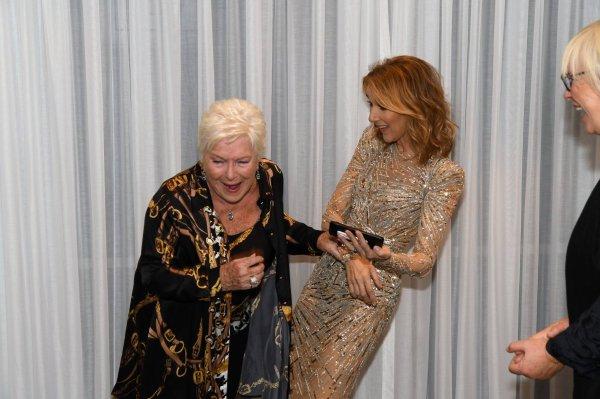 Moments précieux hier le 29/09/17, avec mon amie Line Renaud. Félicitations pour cet hommage prestigieux que vous a rendu le Caesars Palace. Vous êtes une inspiration pour moi et pour tant d'autres. - Céline xx...