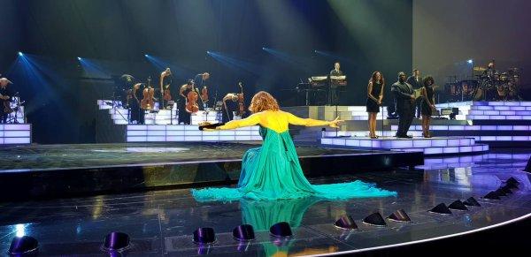 Hier soir le 7/10, dernier show d'octobre pour Céline. encore merci a Yannick Dintrich pour ses superbes photos