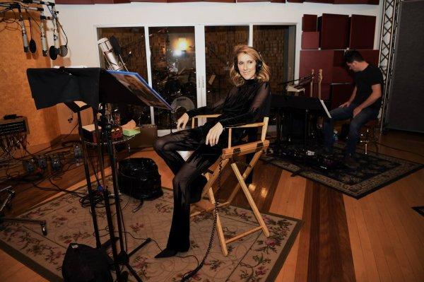 Bien contente d'être de retour en studio! Au boulot! - Céline xx... 🎙🎶 📸 Denise Truscello