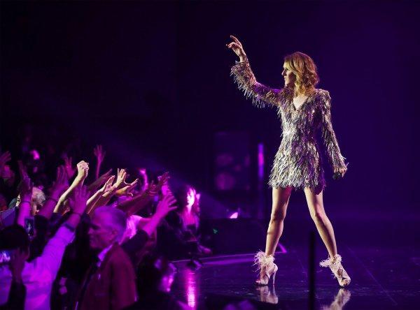 Ne manquez pas la chance de défoncer l'année avec Céline! Voyez sa performance à l'émission spéciale #NYEonFox - Team Céline 🎉🎉