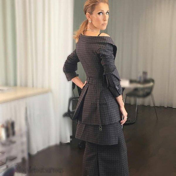 Magnifiques photos de Céline avant sa conférence de presse ...