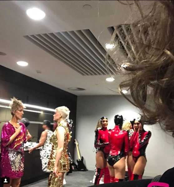 Celine backstage avec Katy Perry.