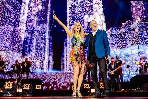 Pendant des années, j'ai voulu chanter You're The Voice de John Farnham en spectacle, et enfin je l'ai fait pour cette tournée. Je ne peux toujours pas croire que j'ai eu la chance de performer avec le seul et unique, John Farnham! Je ne l'oublierai jamais, le frisson d'une vie. Merci John pour votre incroyable talent, vous êtes fabuleux. Je vous aime ! Merci Melbourne ! - Céline xx…