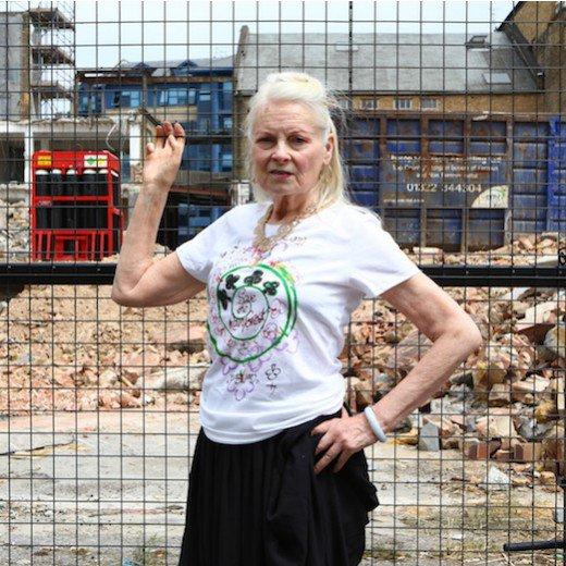 Je me bats pour sauver les forêts tropicales avec Vivienne Westwood! Rejoignez-nous pour soutenir Cool Earth et leurs efforts pour enrayer la déforestation et son impact sur le changement climatique en achetant l'édition limitée de ce t-shirt ici 👉🏼 www.CharityStars.com/Vivienne - Céline xx…