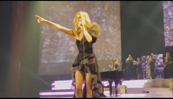 Céline était de retour sur scène hier soir avec la setlist et les tenues de la tournée en Asie.