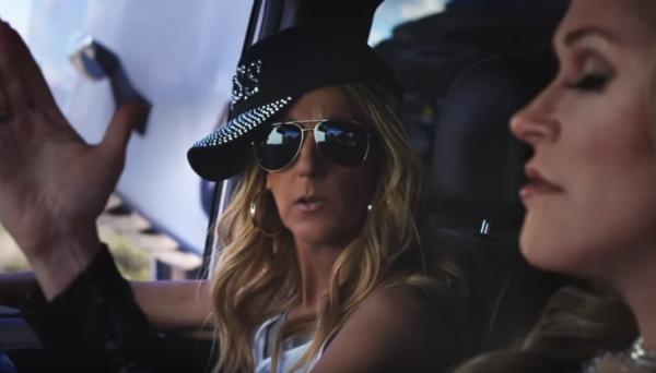 """Le nouvel album de Céline Dion , intitulé """"Courage"""", comme la tournée, devrait sortir en novembre 1 er extrais : """"I'm Flying on my Own"""" (""""je vole seule"""")."""