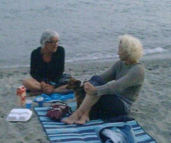 Isabel avec ses amis de la plage de la Voile d'Or.