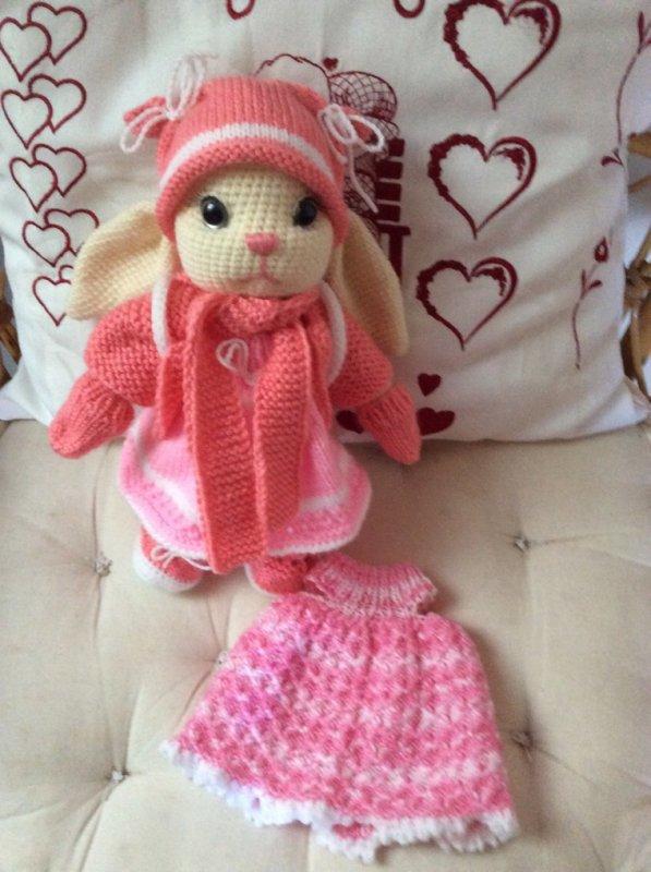 Petit lapin articuler avec ses vêtements