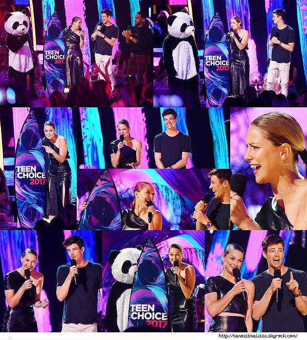 •••  EVENT Melissa et Grant lors de la cérémonie des Teen Choice Awards 2017,  13 Août 2017             J'aime voir notre duo ensemble sur scène accompagné d'un panda ! Melissa est juste radieuse après avoir remporté un prix.