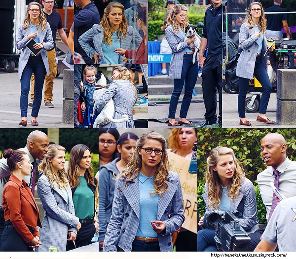 """•••  SG SET Mel sur le tournage de """"Supergirl"""" en compagnie de Mehcad, Katie et Odette ,  30 Août 2017                         Je sais je sais j'ai mis trop de photos mais je les adores ! Melissa est superbe, je trouve sa tenue superbe tout comme sa coiffure."""