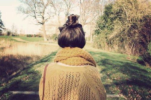 On est sûr d'aimer quand on est jaloux, comme on est sûr de vivre quand on se fait mal.