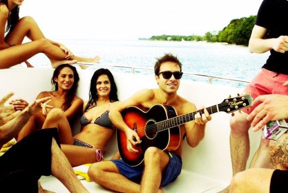 Clip: Summer Paradise